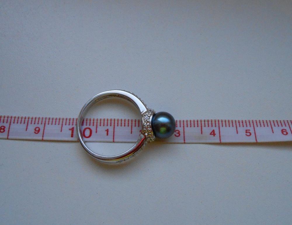 Серебряное кольцо с черным жемчугом  р.17