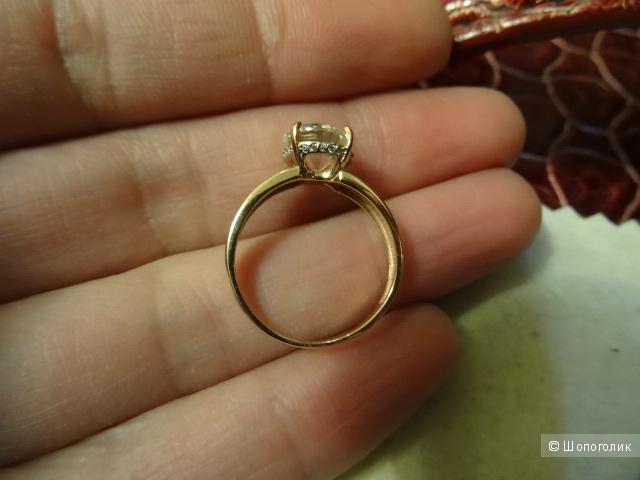 Золотое кольцо с фианитом, размер 17,5