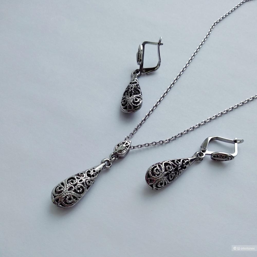 Комплект ювелирной бижутерии: кулон на цепочке + серьги, золотое напыление