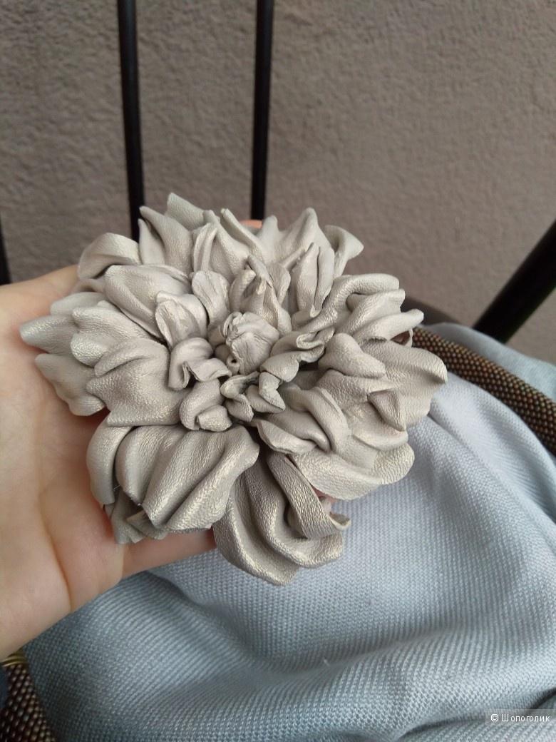 Жгут из бисера 56см. + кожаный цветок-брошь.