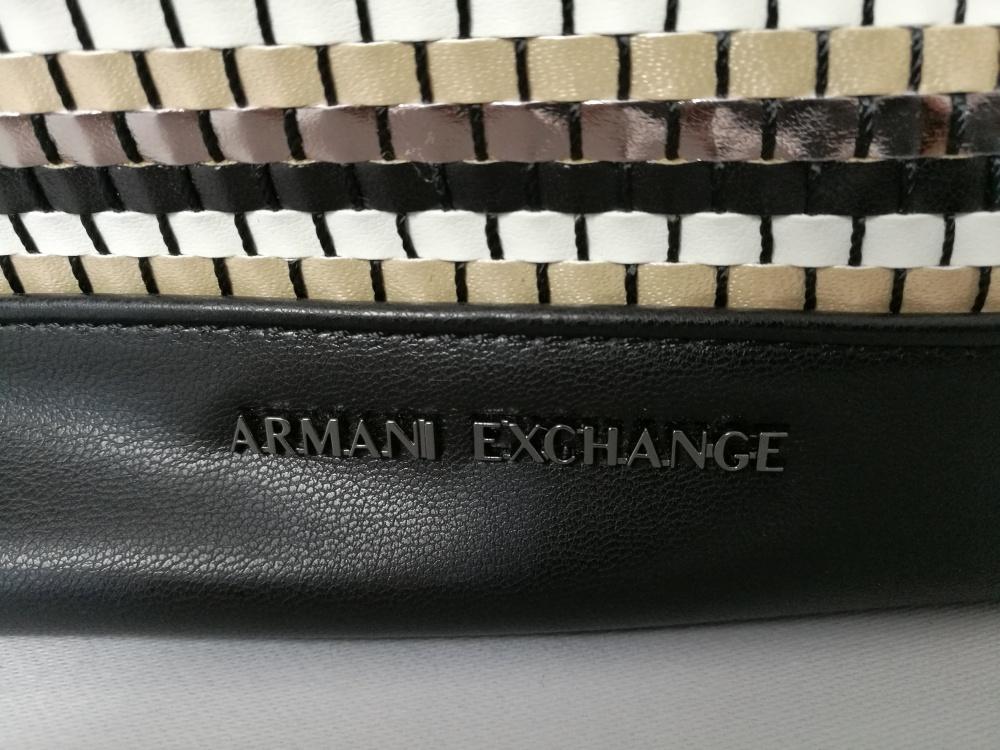 Сумка Armani Exchange.