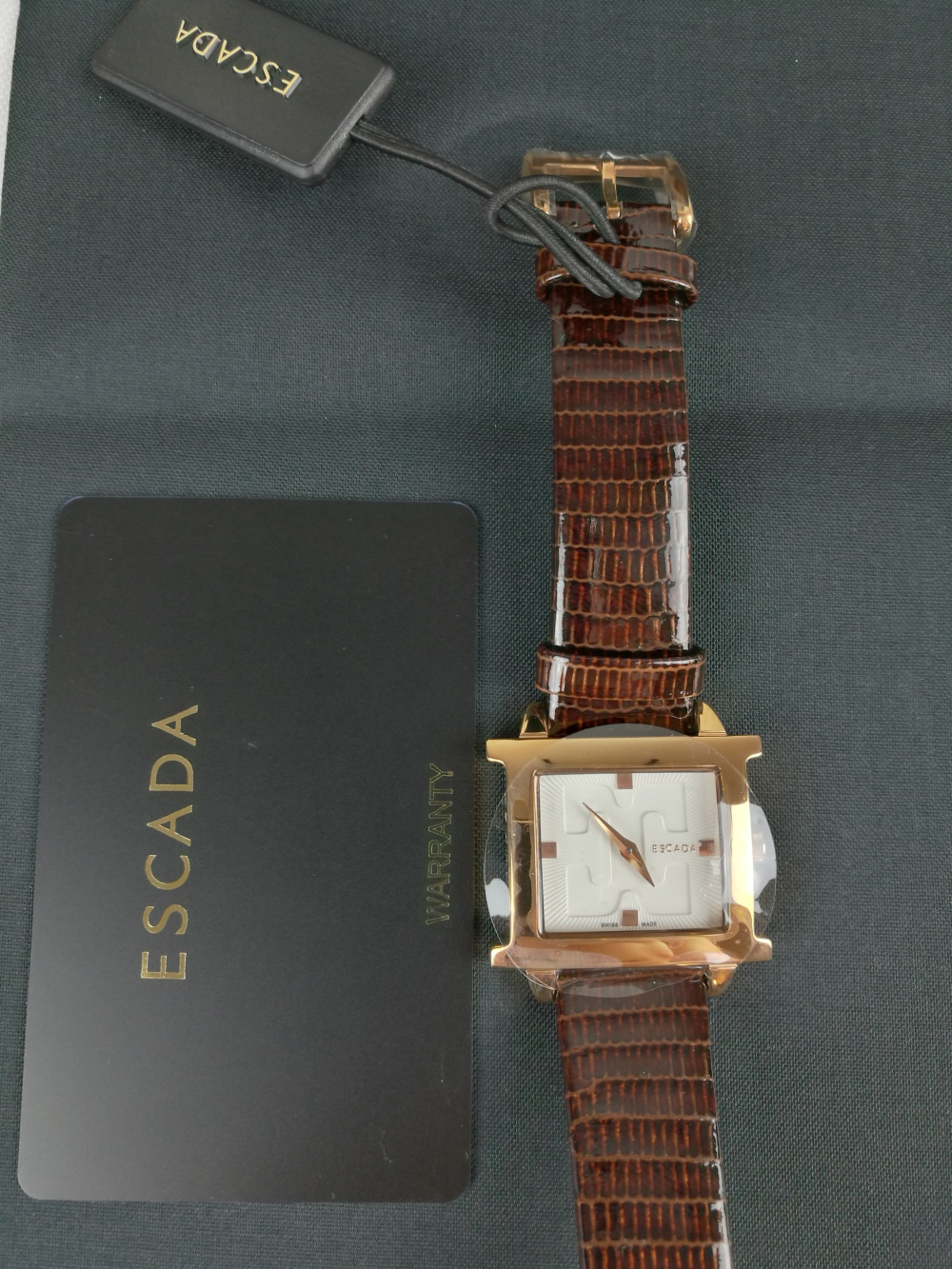 Часы  Escada.