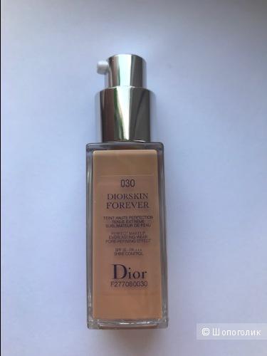 Тональный крем-флюид Dior Diorskin Forever, тон 30.