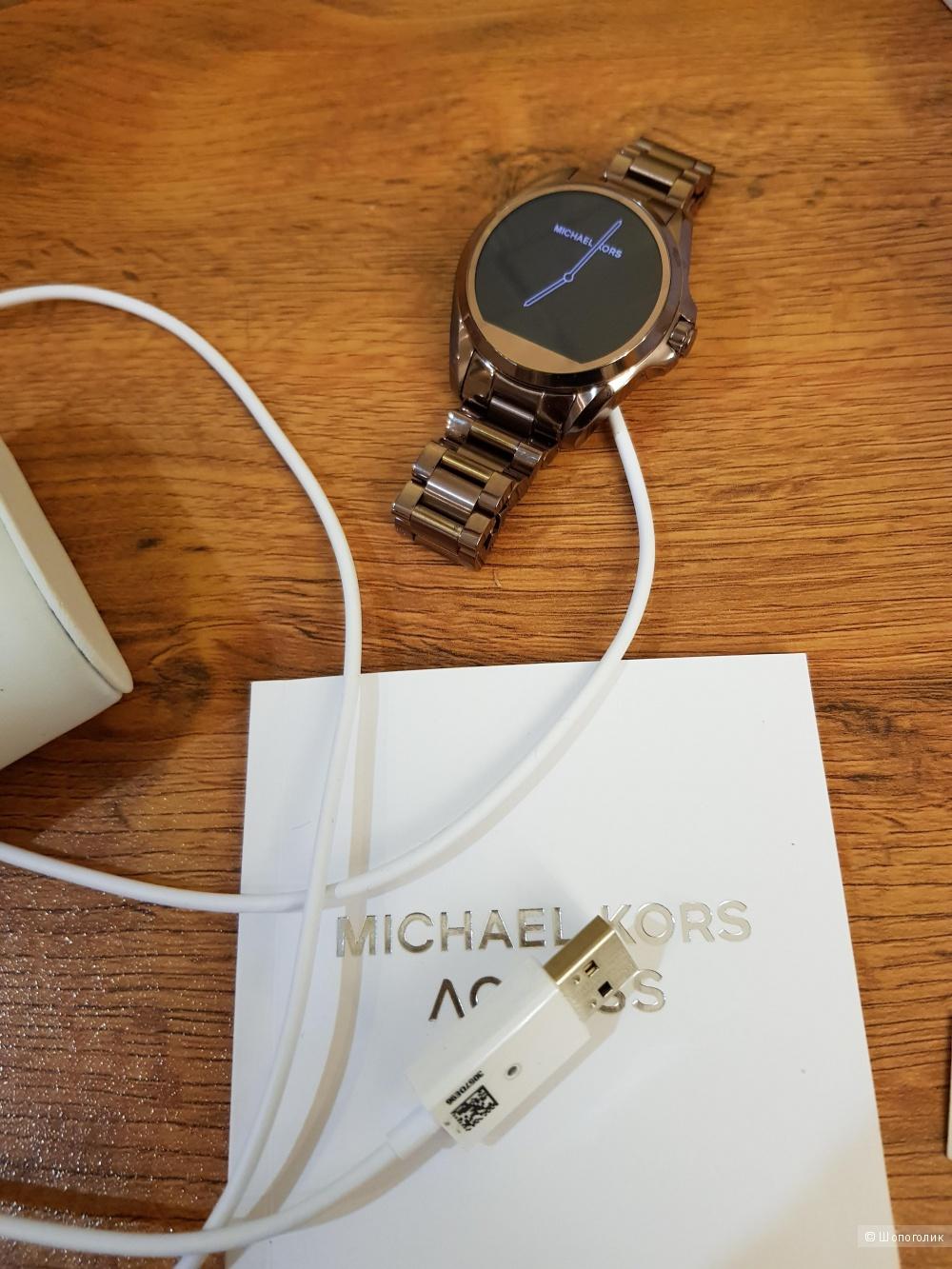 Умные часы Michael Kors Access Touchscreen Rose Gold Bradshaw