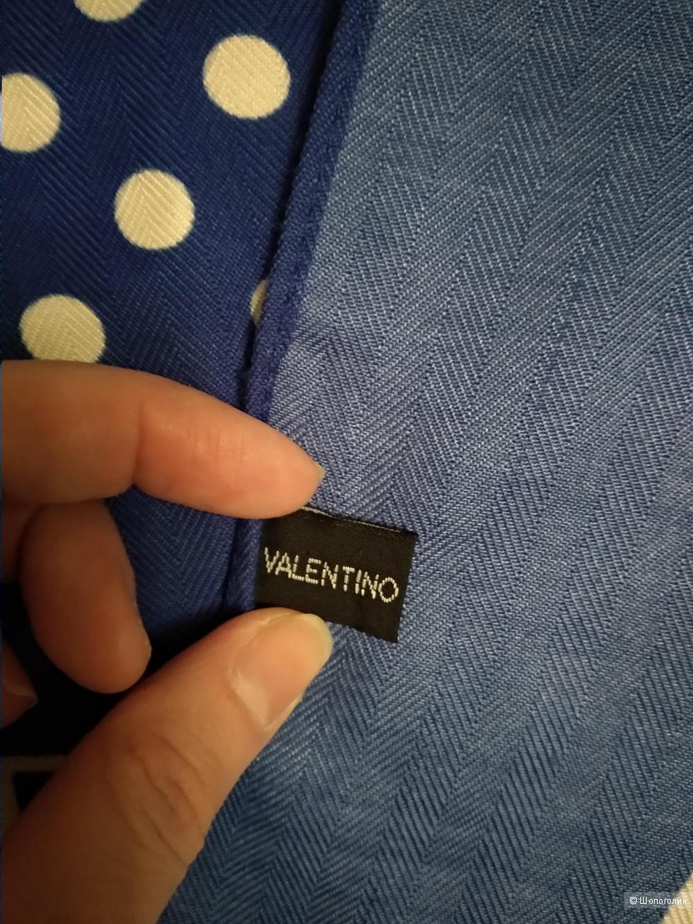 Платок Valentino, размер 88 х 88 см.