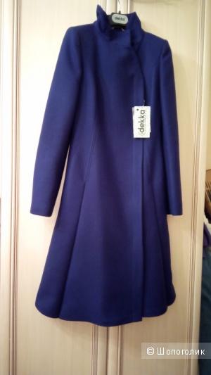 Пальто DEKKA  40 размер.