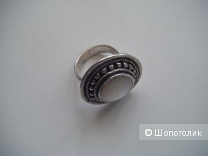 Кольцо серебро с перламутром, р. 16.5