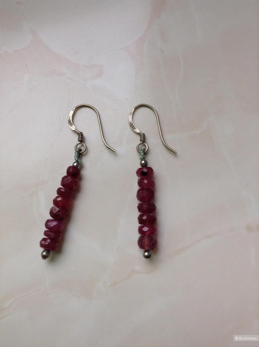 Серебряные серьги с натуральным рубином