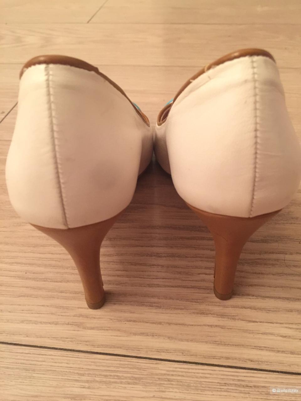 Туфли  DIVINE FOLLIE 36 размер, новые