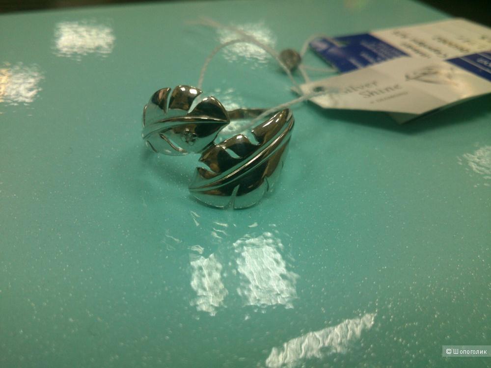 Серебряное кольцо с бриллиантом. Размер: 17,5 (на 17 размер).