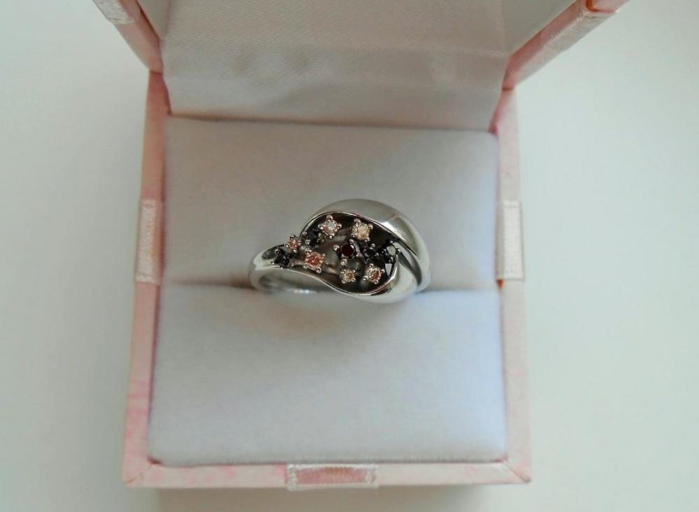 Золотое кольцо с 11 бриллиантами , р. 17