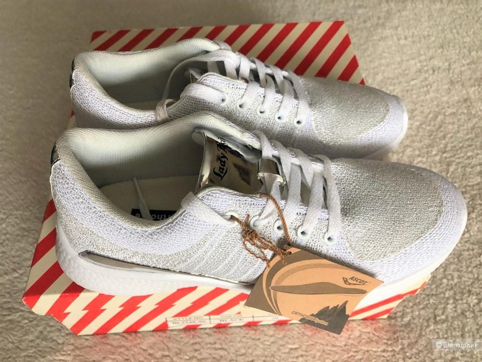 Белые  кроссовки  LEDY ASCOT, 38 размер.