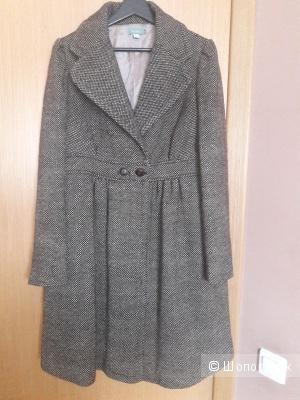 Пальто Hoss Intropia  100 % шерсть 48  размера