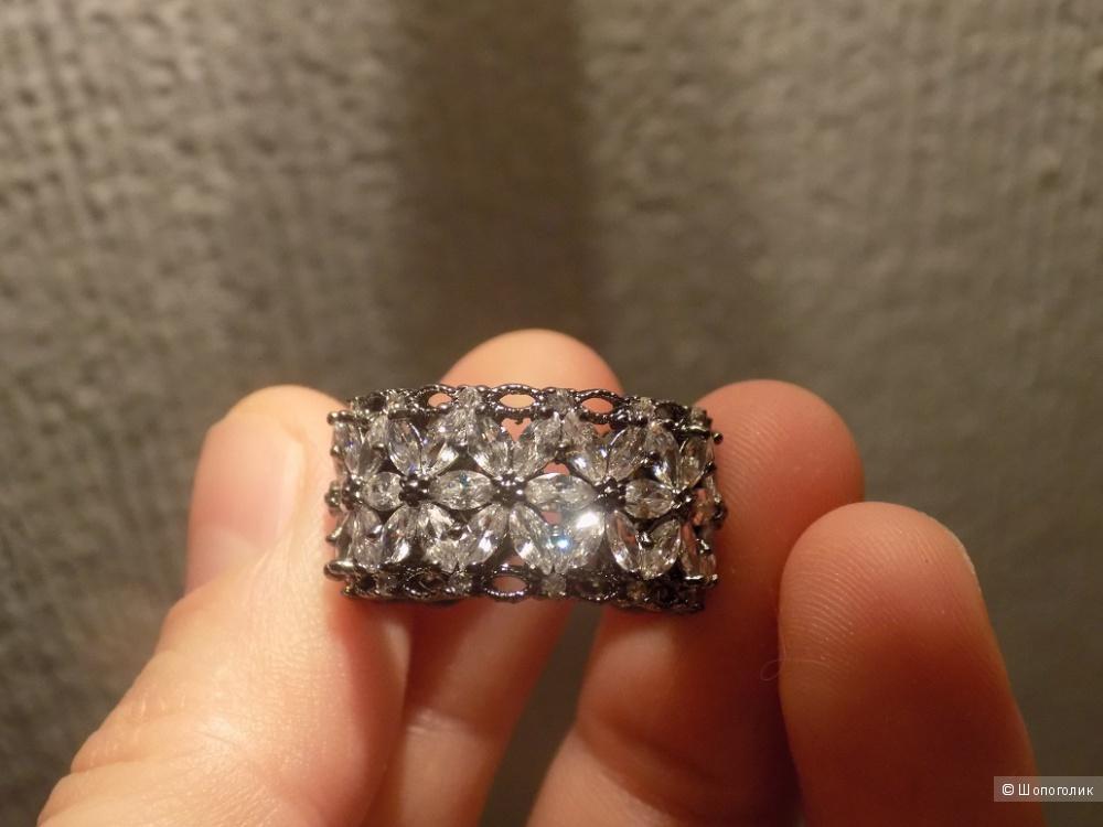 Ажурное кольцо с фианитами, регулируемый размер