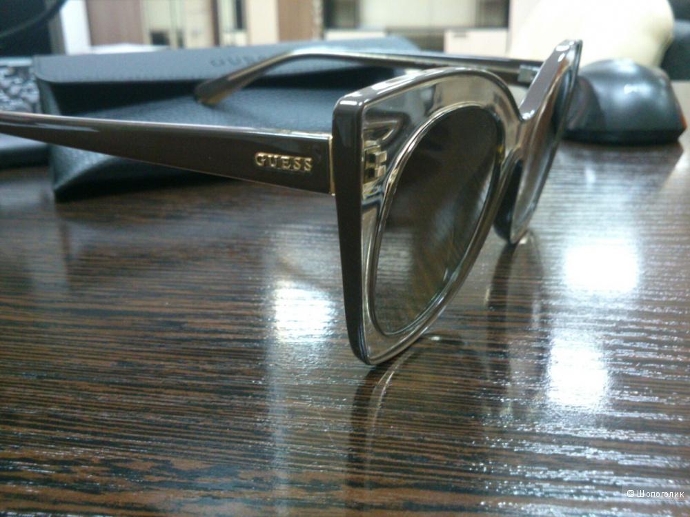 Солнцезащитные очки Guess.