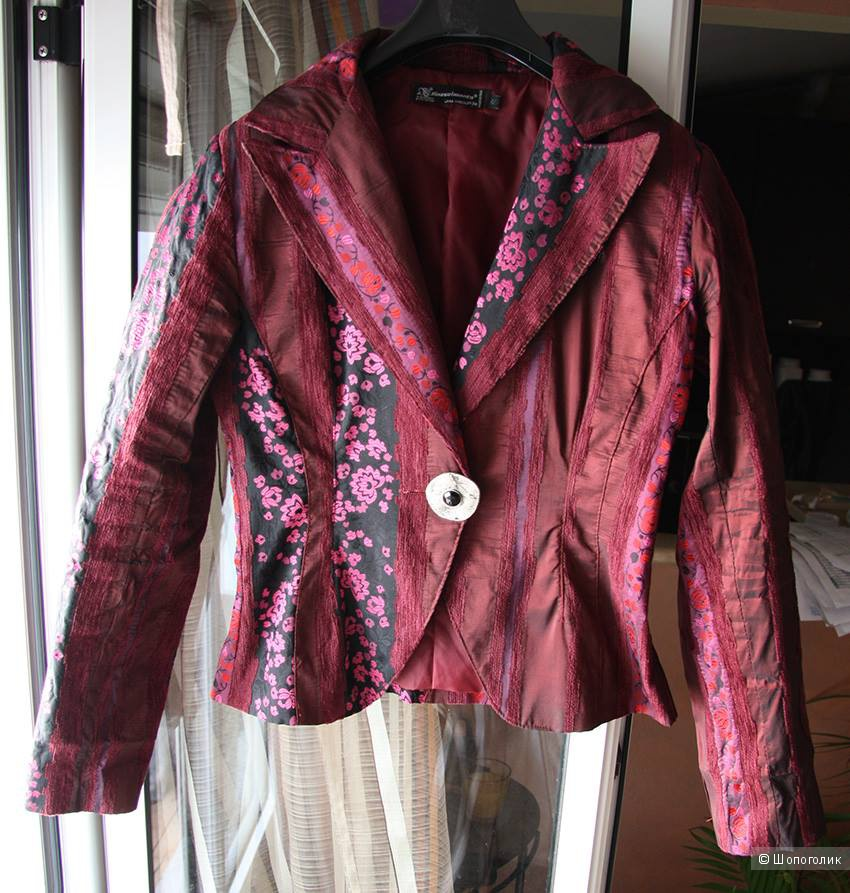 Пиджак итальянской марки Rinascimento,S