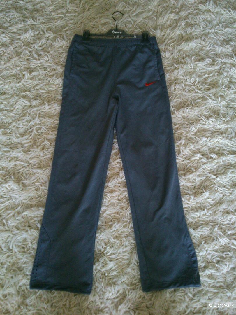 Спортивные брюки Nike Dri-Fit. Размер: 42-44.