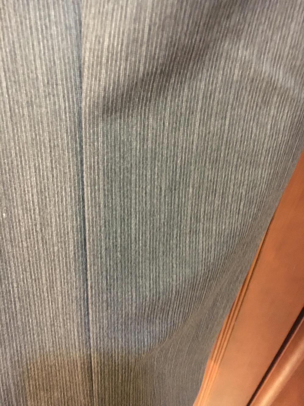 Серый брючный костюм тройка Lakbi