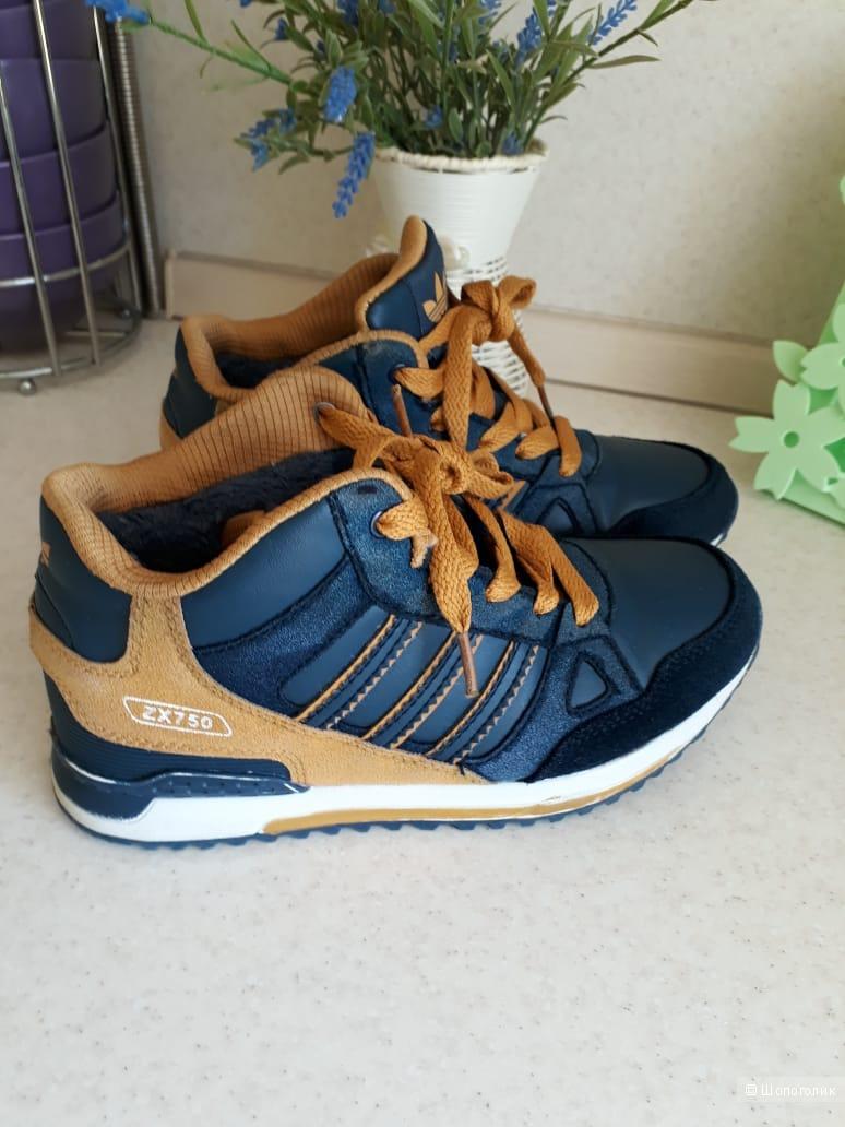 Кроссовки adidas, размер 34
