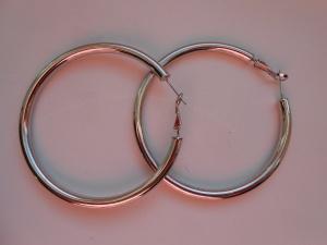 Серьги-кольца , диаметр 5,5 см.