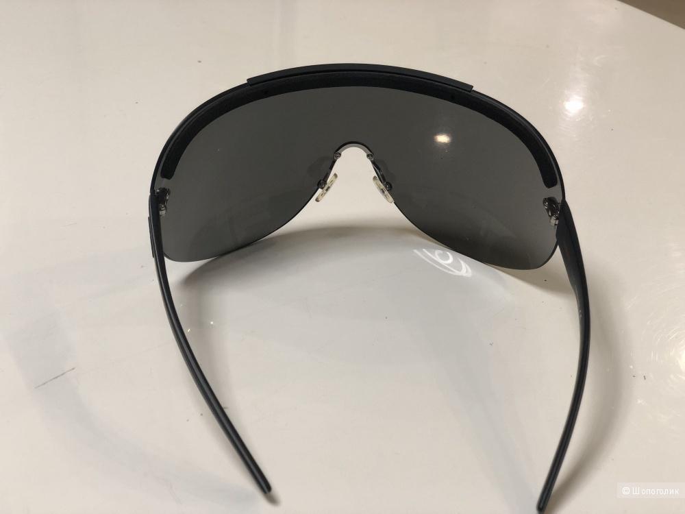 Солнцезащитные очки Carrera.
