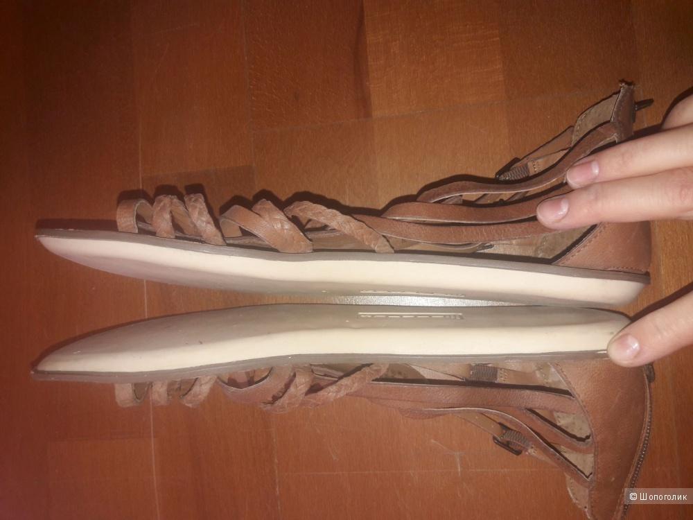 Кожаные сандалии Steven by Steve Madden 40 размера