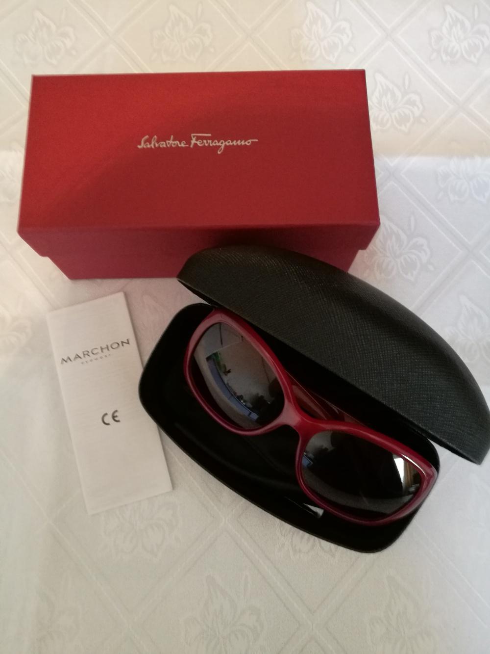 Солнцезащитные очки Salvatore Ferragamo.