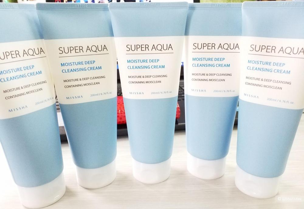 Очищающий крем для лица Missha Super Aqua Moisture Deep Cleansing Cream полностью удаляет загрязнения и остатки макияжа с кожи.