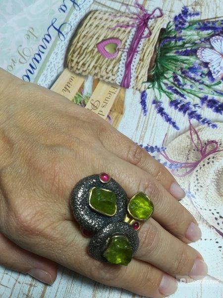 Кольцо Gaspar Mouros с хризолитом, 17 р-р