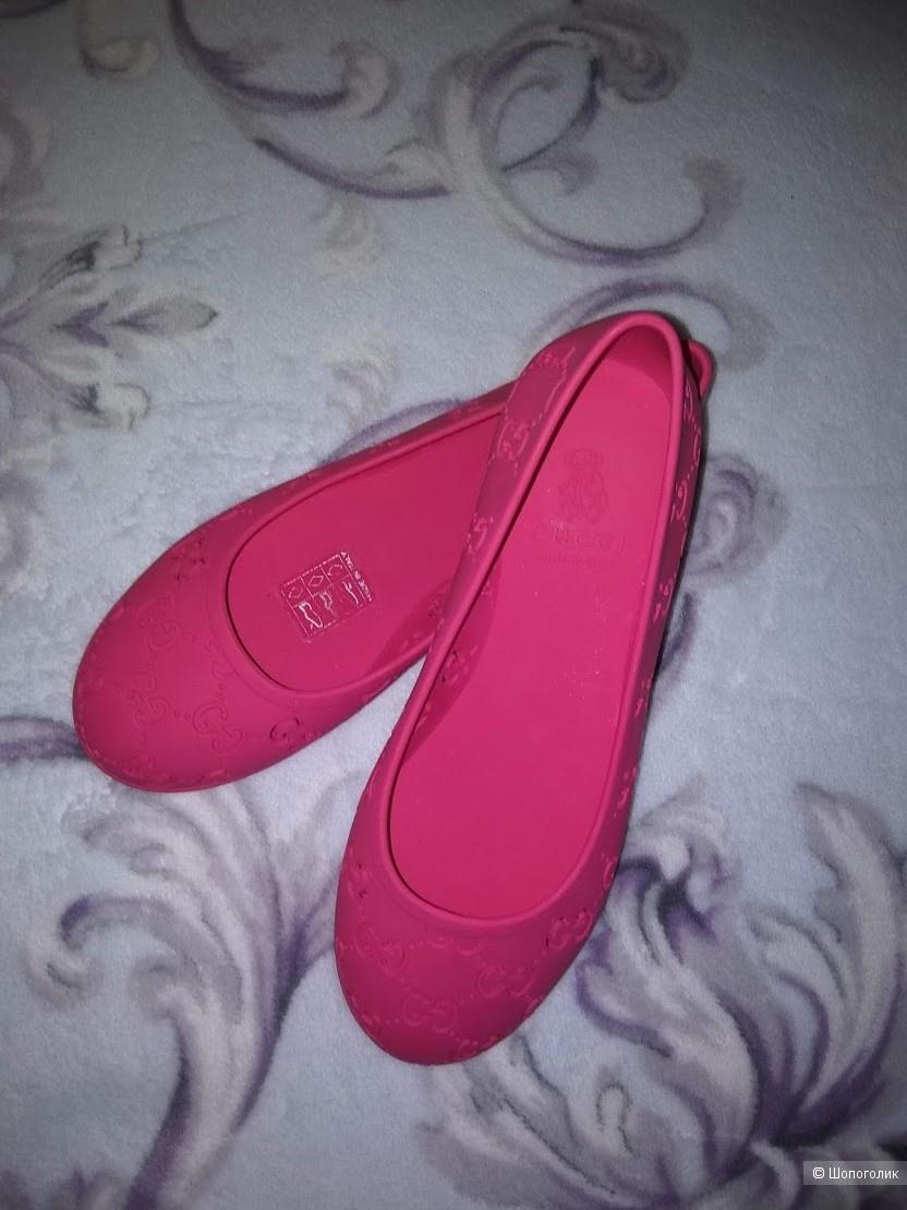 Туфли-балетки (резиновые) GUCCI, размер 31