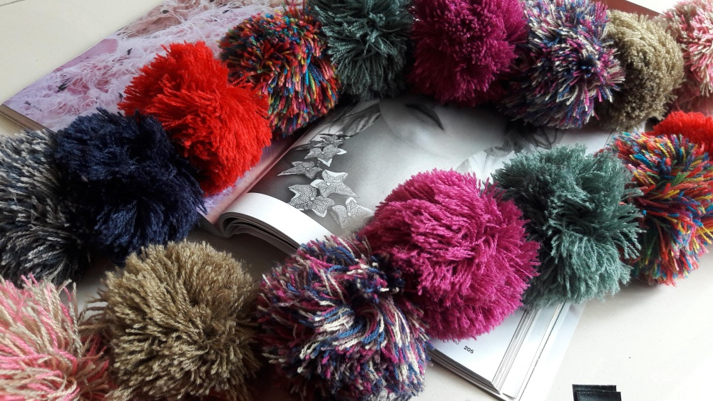 Боа, шарф из помпонов Accessorize,  длина 178см