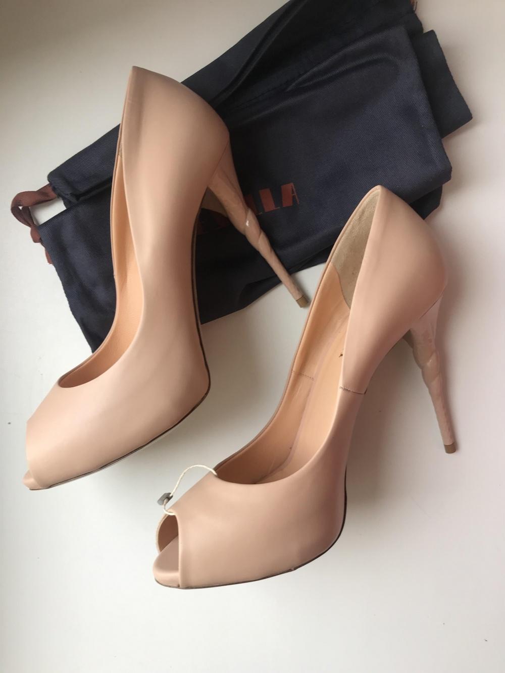 Туфли Le Silla 39 размер (маркировка 40) бежевые
