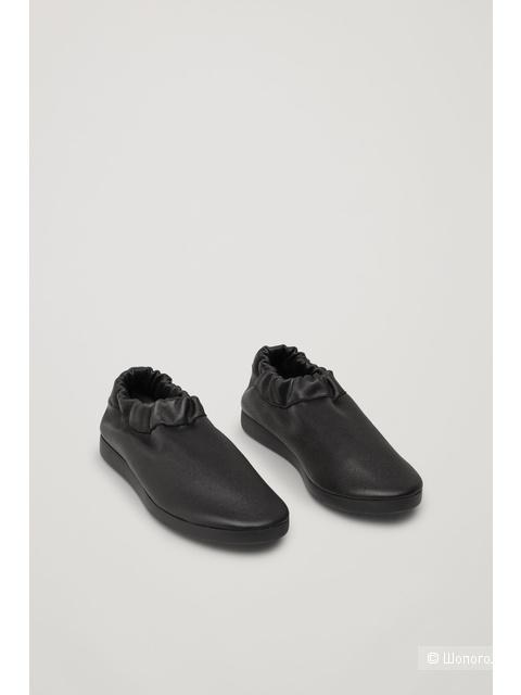Кроссовки COS, размер 38