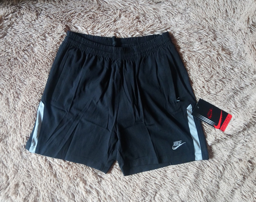 Спортивные шорты Nike, M-L