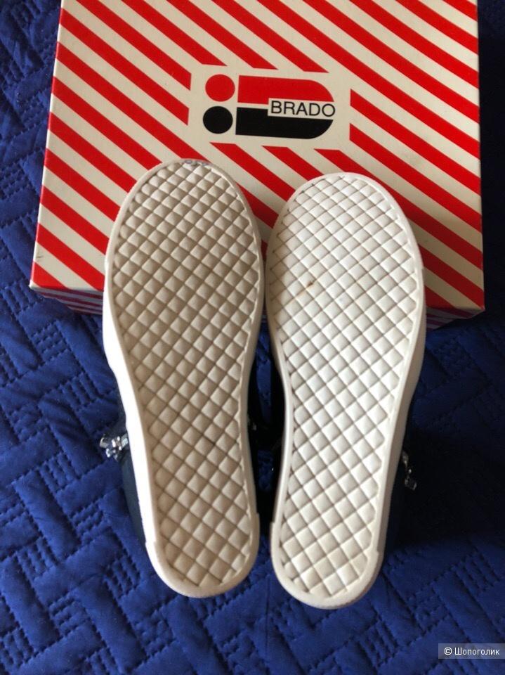 Сникерсы бренда  Steve Madden , размер 8