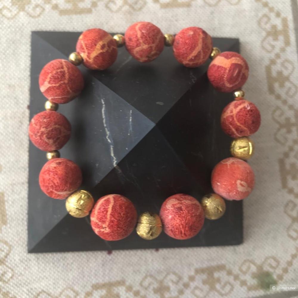 Сет из браслетов с природными камнями.