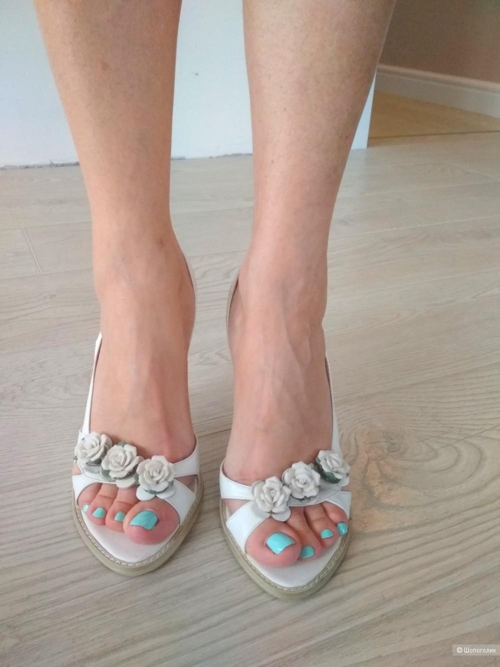 Белые босоножки Laura Berti 37,5 размер
