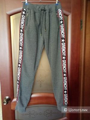 Спортивные брюки GIVENCHY, размер 48-50 рос.