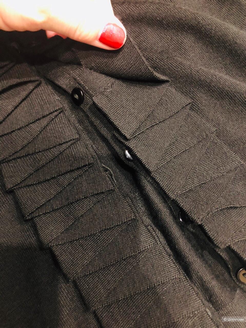 Укороченная кофта L.K. Bennett .100% Merino wool.Размер М.