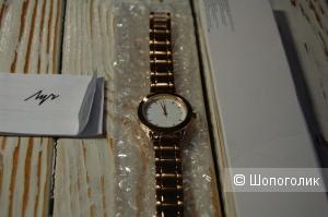 Женские часы Yves Rocher с металлическим браслетом