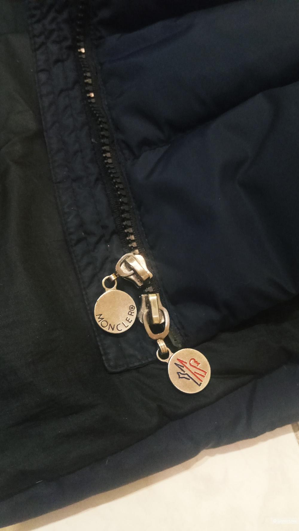 Пуховик Moncler размер 42