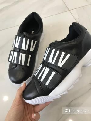 Новые утеплённые кроссовки DKNY, 7 US