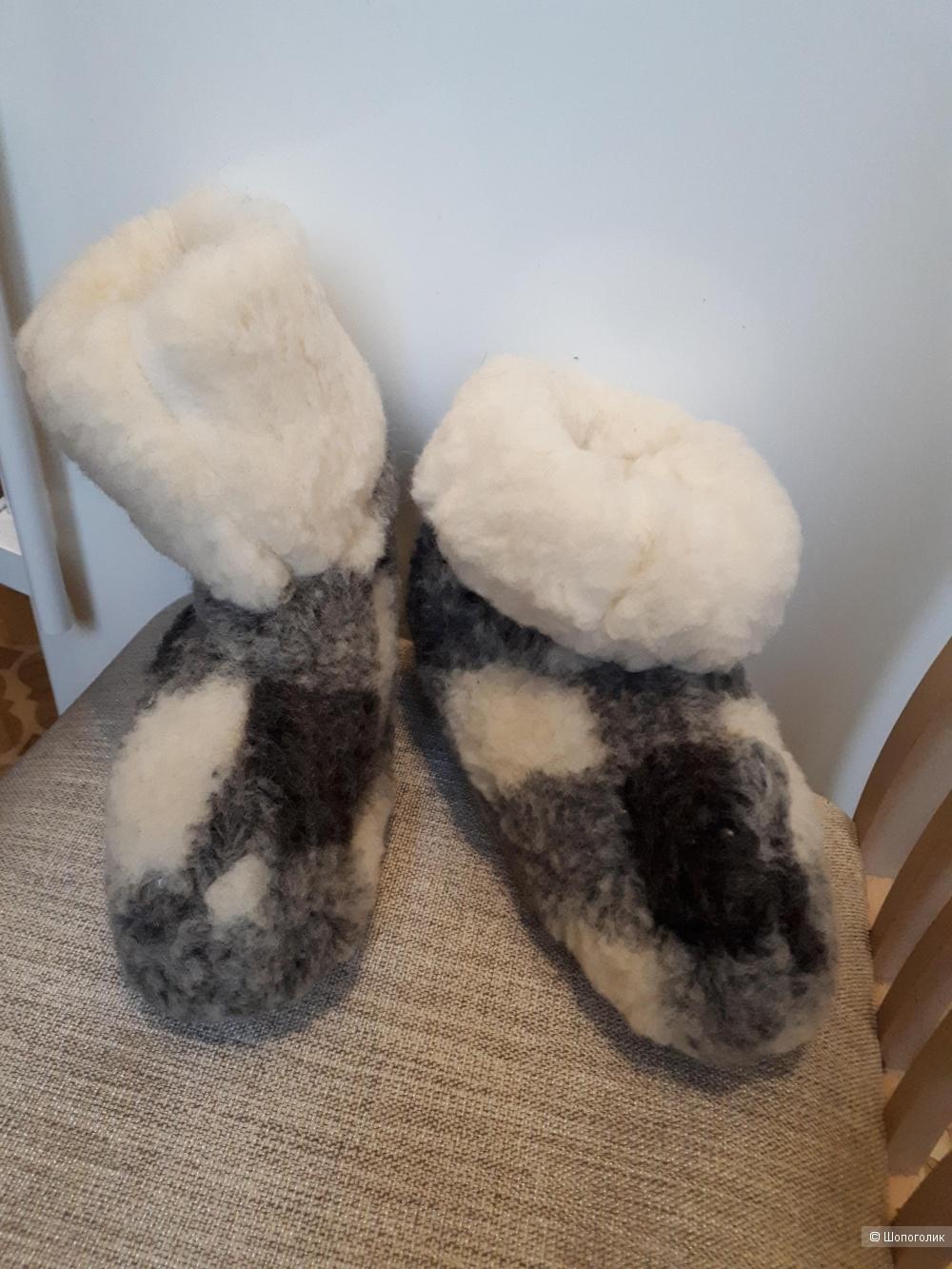 Домашние сапожки (чуни) из овчины. Размер 37.