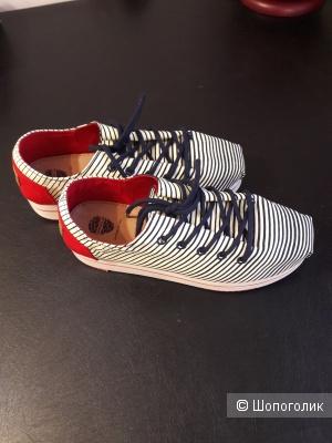 Спортивные туфли Tervolina, размер 37