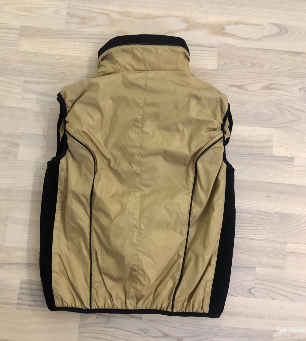 Жилет-куртка Moncler, размер S.