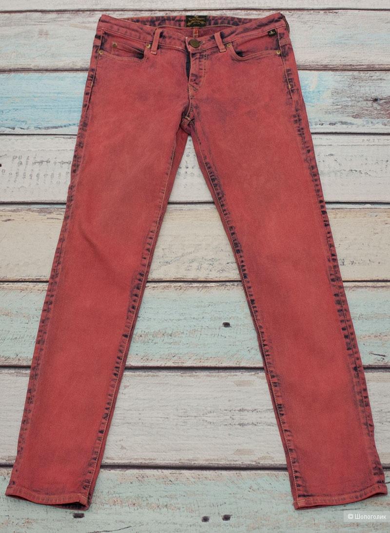 Сет из двух джинс 27 размера Pepe jeans и Vivienne Westwood