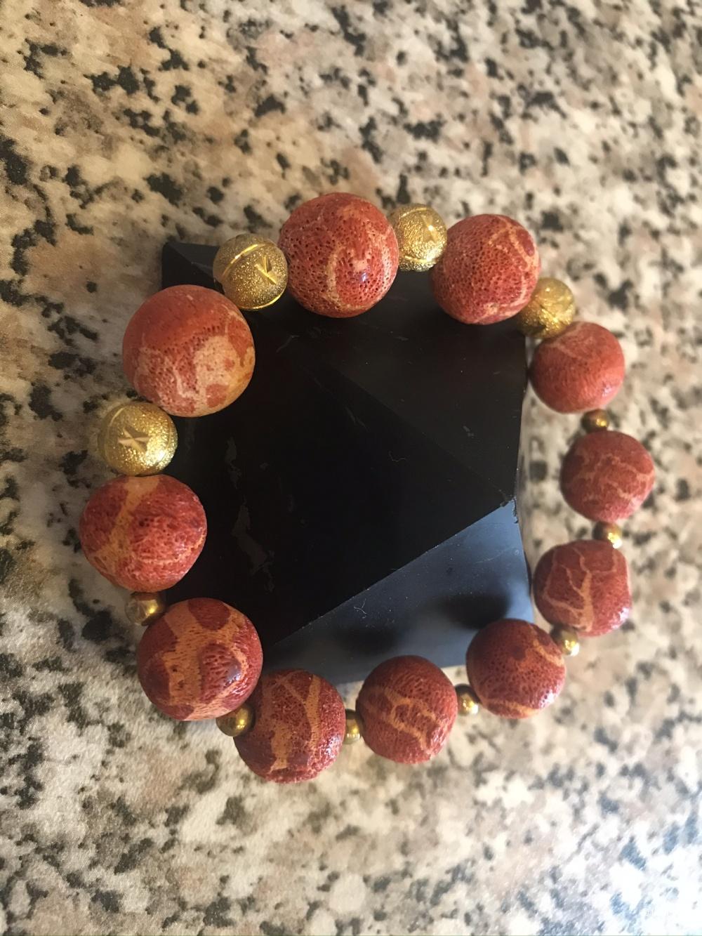 Сет браслетов из природных камней.