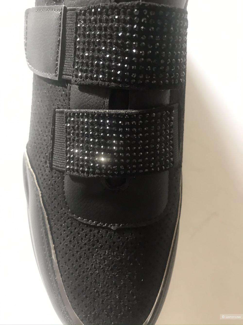 Кроссовки фирма Vania Vogue  размер 41