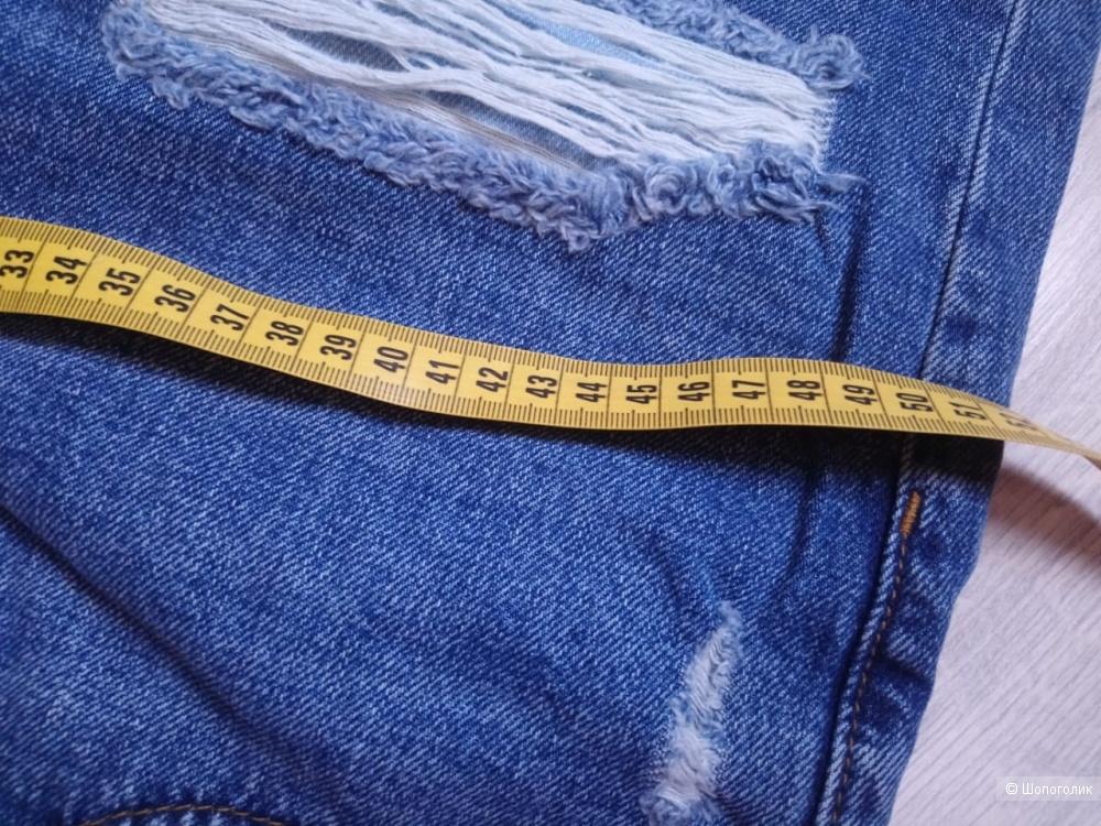 Джинсы-бойфренды с прямыми штанинами и потертостями ASOS, размер 28