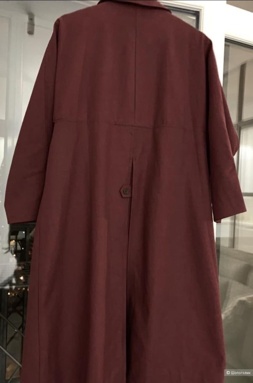 Плащ насыщенного цвета марсала от Сеульского бренда Ñame. Размер Xs, S, M